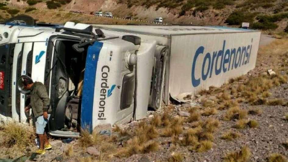 Un camión se desbarrancó en Polvaredas