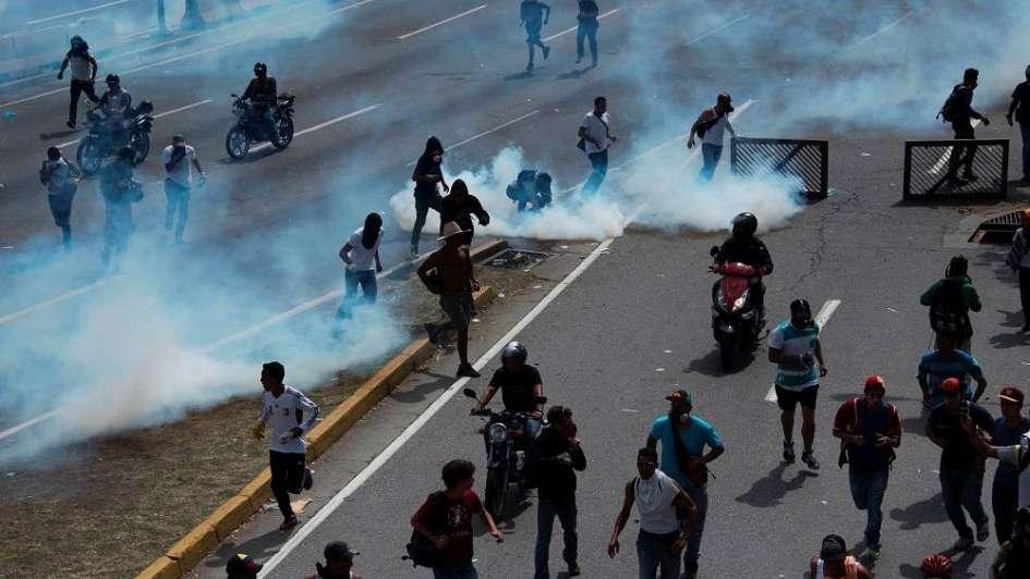 Imágenes terribles de los enfrentamientos en Venezuela generan indignación en las redes