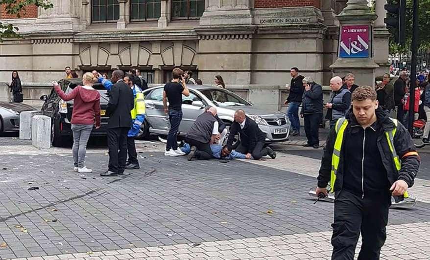 Auto atropelló e hirió a 11 personas en Londres