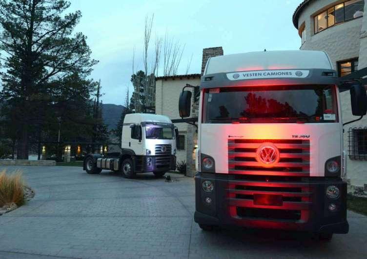Camiones y buses en  un nuevo concesionario VW