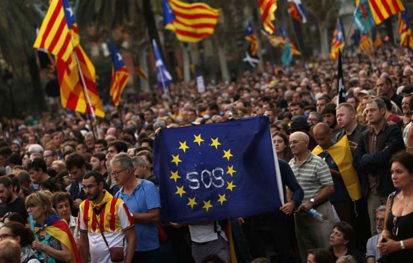 Donald Tusk urge a Puigdemont no tomar decisión que empañe el diálogo