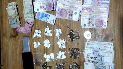 El dinero y la droga incautada.