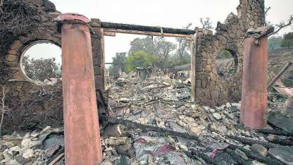 Lo que quedó de la bodega propiedad de Signorello en la zona de Silverado, Napa. El fuego fue implacable.