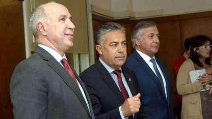El presidente de la Corte, Lorenzetti; el gobernador Cornejo y el procurador Gullé.