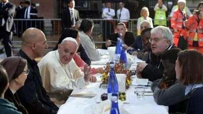 El Papa Francisco, durante el almuerzo en Bolonia.