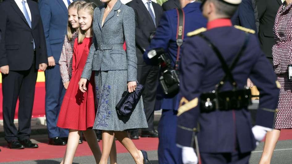 España celebraba su Día Nacional con Letizia y el rey Felipe y se estrelló un avión