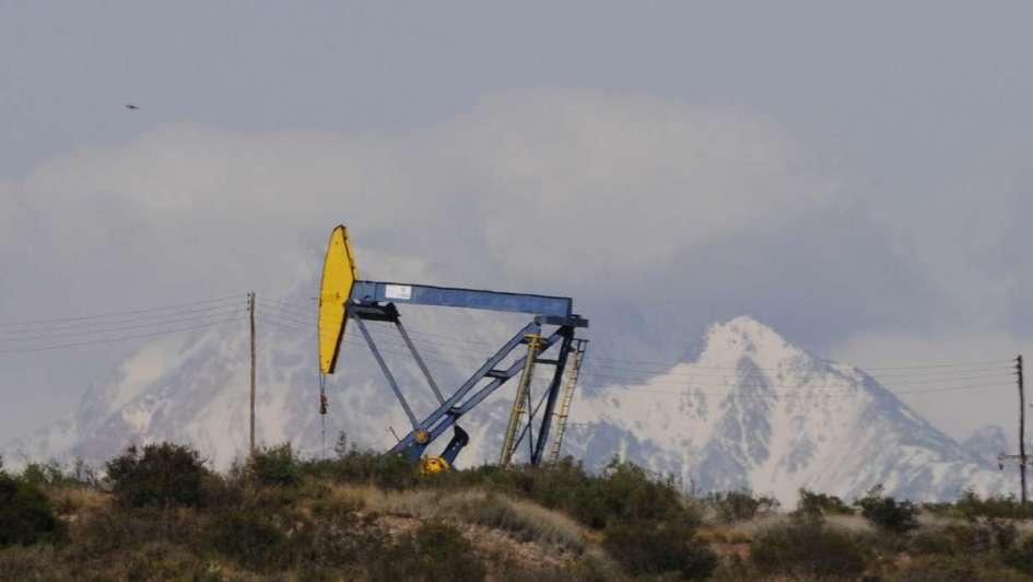 Antes de fin de año, licitarán 12 áreas petroleras