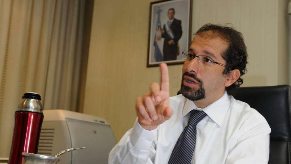 Alejandro Cazabán, de superministro y precandidato a gobernador a abogado de Silva
