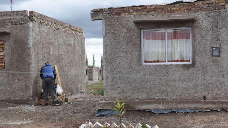 Tupac: las familias ocuparon las casas y afirman que no se irán ante un posible desalojo