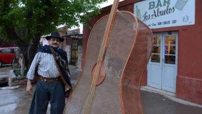 Bernardo Palacios es el encargado de recibir a los visitantes que llegan a su local, convertido ahora en sitio turístico.