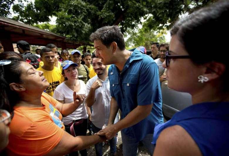 'Se mide' Maduro con la oposición en elecciones de gobernadores