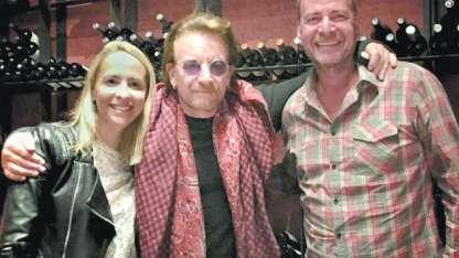 El cantante de U2 pasó por Mendoza, visitó The Vines y, según una fuente, compró varias hectáreas.