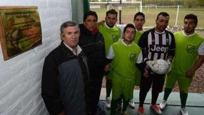 Parte de los jugadores junto al DT Juan Leguizamón y el presidente Héctor López.