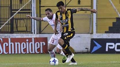Huracán logró un gran triunfo en Bahía Blanca.