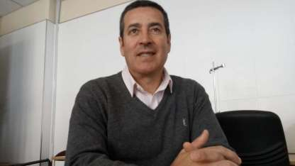 El profesor regresó a la provincia tras la clasificación charrúa a la Copa del Mundo y hoy dará una charla en la EPD.