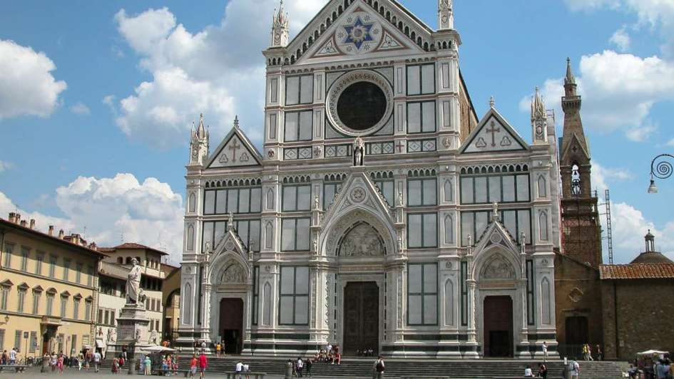 Un turista murió por la caída de mampostería en Florencia