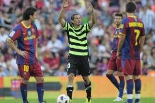 Haedo Valdez festejando entre Messi, Villa y Piqué