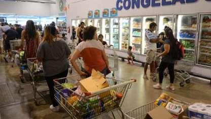Los consumidores miden sus gastos.