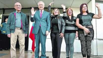 José Núñez, Elenis Rodríguez, Zuleima González y Beatriz Ruiz, con el canciller chileno Heraldo Muñoz.