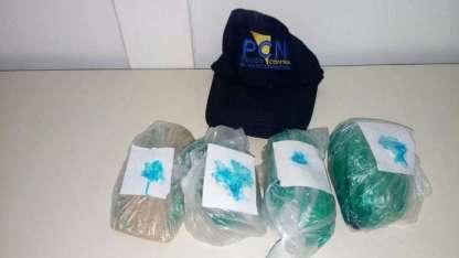 """Los paquetes de drogas que las """"mulas"""" transportaban en su interior."""