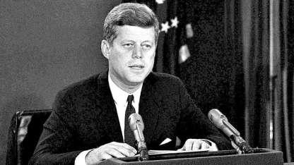 En cadena nacional, ese día Kennedy denunció que los misiles amenazaban a su país.
