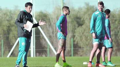 "Larriera llevará a 25 jugadores para la ""gira"" tombina. Si gana mañana pasa a semifinales."