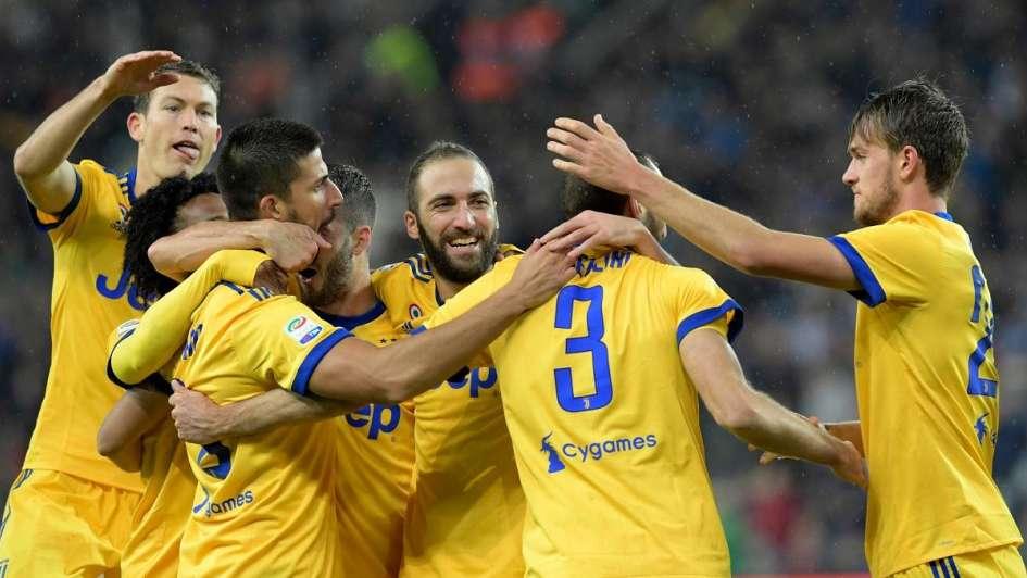 Juventus batió a Udinese y acecha al Napoli — Con uno menos