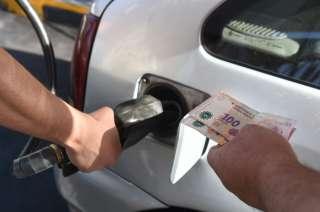 Subió la nafta 10% en todo el país / Andrés Larrovere - Los Andes