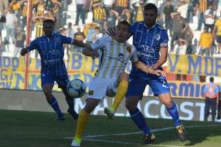 Burián le atajó un penal a Marco Ruben.