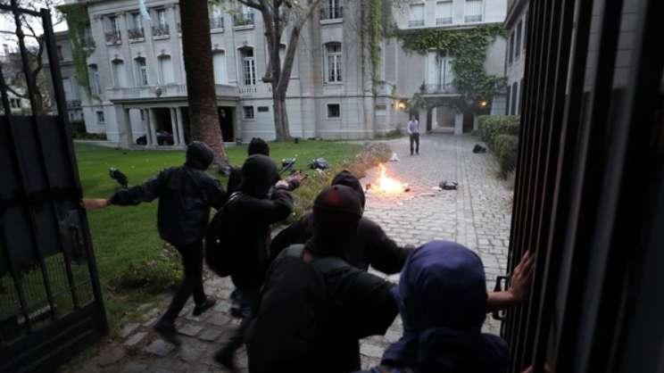 Ataque a Embajada Argentina en Chile: Cancillería expresó su preocupación