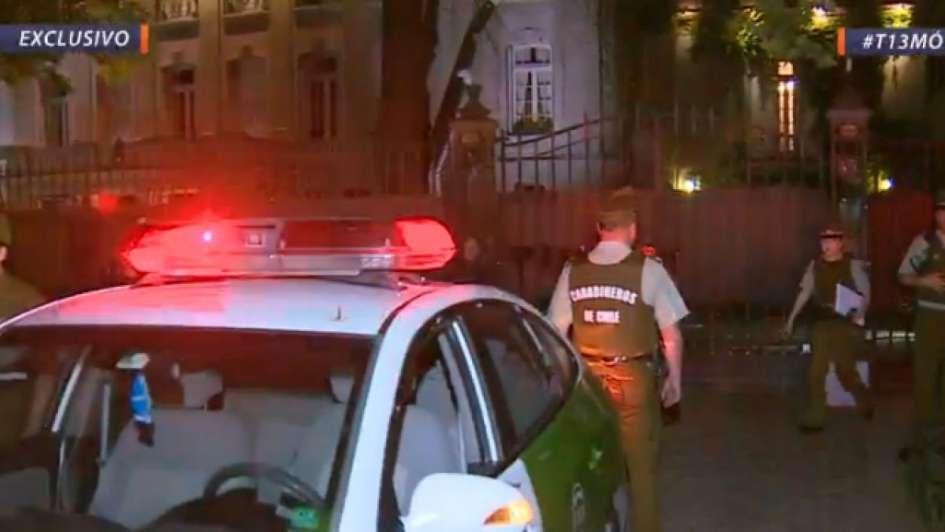Atacaron la embajada argentina en Chile en medio de una protesta