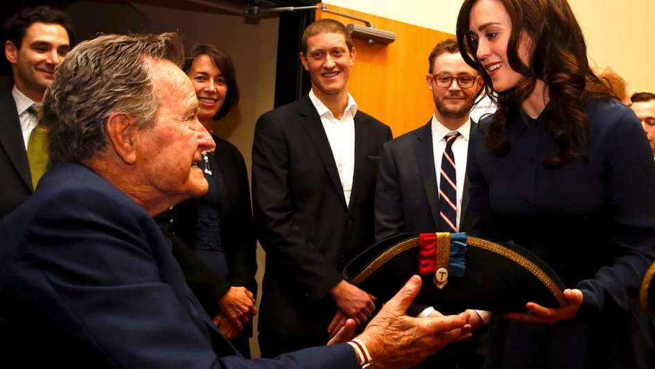 Otro acusado por acoso sexual — George HW Bush