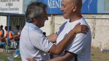Antes del encuentro, Bermegui y Fuentes se saludaron efusivamente.