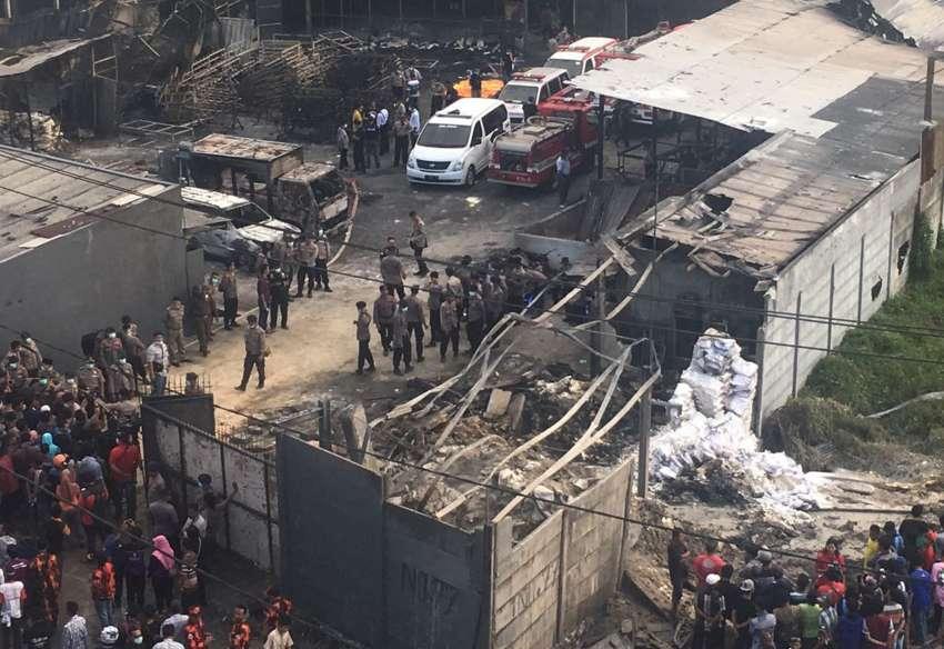 Más de 45 muertos en fábrica de fuegos artificiales en Indonesia