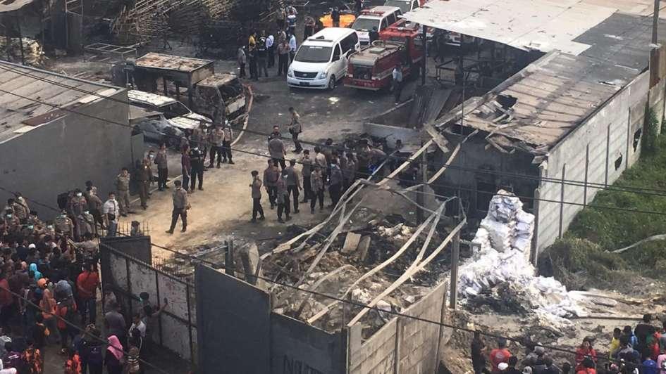 Indonesia: Una fábrica de fuegos artificiales explotó y dejó 47 muertos