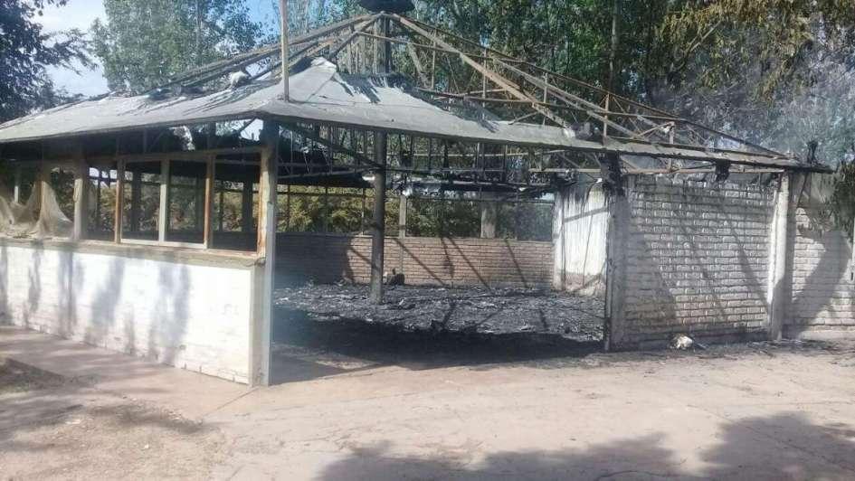 Chicos de una escuelita de fútbol de Las Heras perdieron todo en un incendio