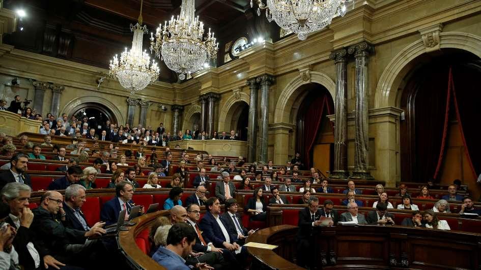 Aprueba España intervención en Cataluña