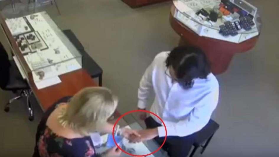 ¿El robo más descarado? Ladrón se lleva un diamante de 27.000 dólares