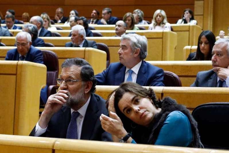 Rajoy destituye a Puigdemont y convoca elecciones