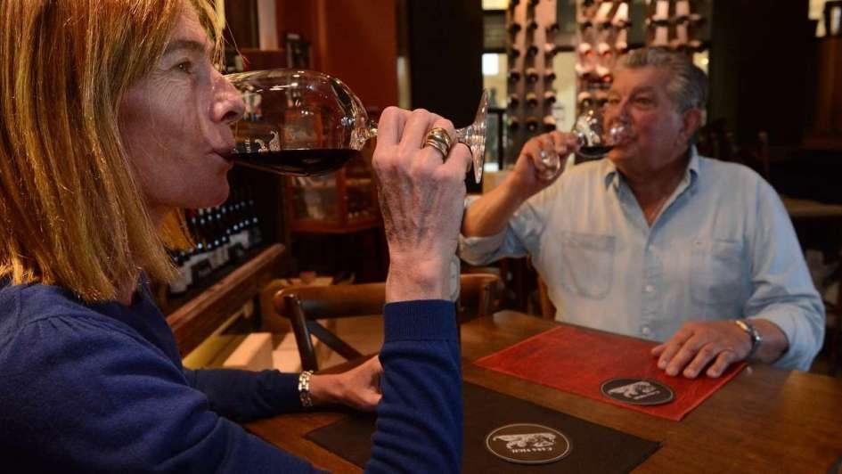 El apoyo menos pensado: la minería banca a la vitivinicultura contra el impuesto al vino