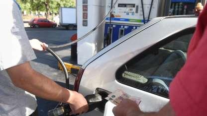 Los consumidores comenzaron a pagar los nuevos valores de los combustibles.