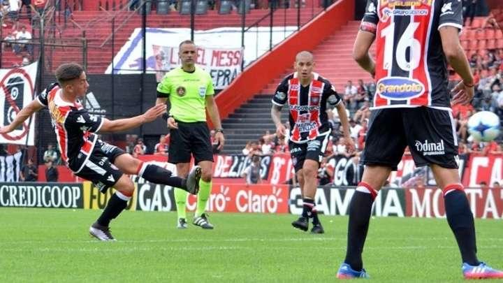Chacarita Juniors busca su primer triunfo en la Superliga
