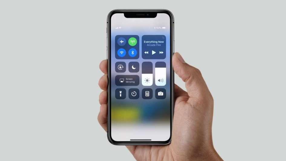 El iPhone X generó colas en el mundo y enamoró a los más exigentes