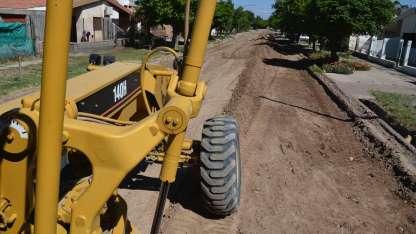 Ya comenzaron las tareas previas a la colocación de asfalto en frío, tipo slurry en distintos barrios.