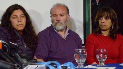 Sergio Maldonado, su mujer y su abogada (a la derecha).