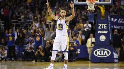 Antes y después de los partidos, Curry despliega toda su habilidad.