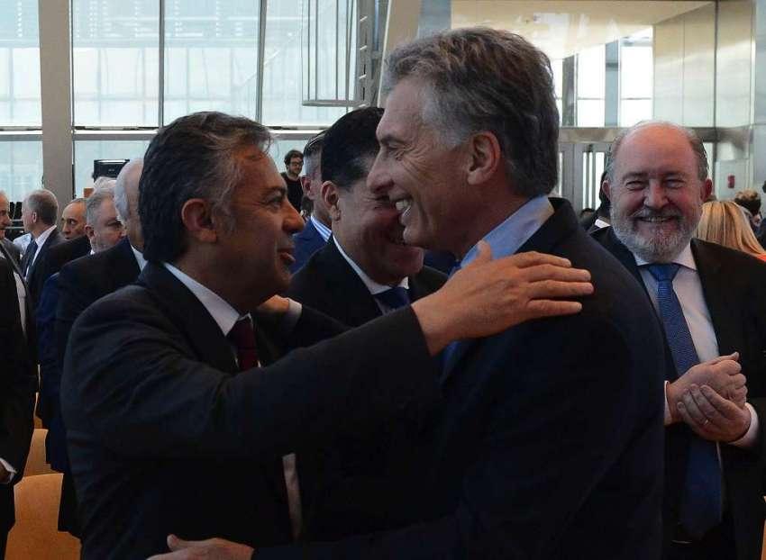 Cobos se reunió con el ministro Dujovne — Impuesto al vino