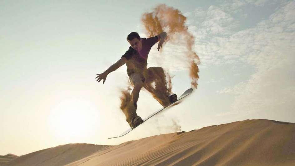 Sandboard: descender sobre los filos del desierto