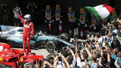 Vettel le ofrenda el triunfo a los hinchas de Ferrari.