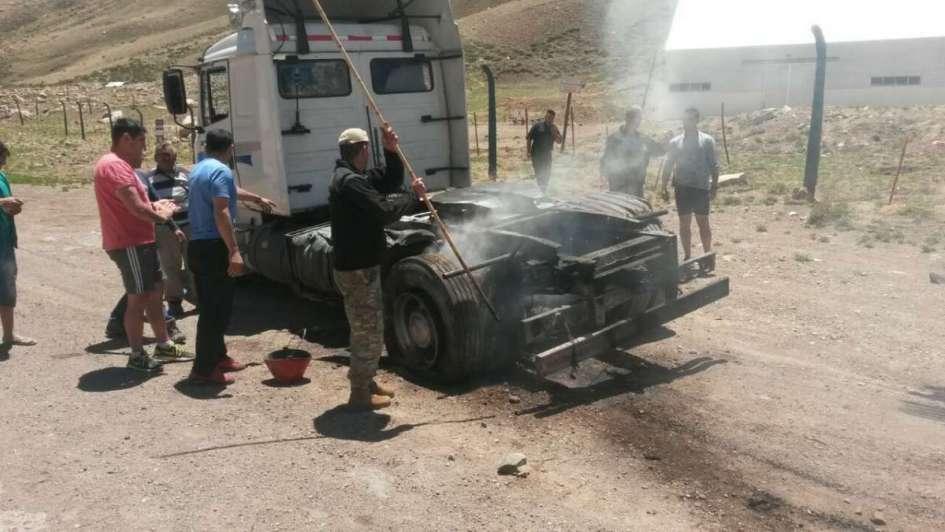 Se prendió fuego un camión en Alta Montaña